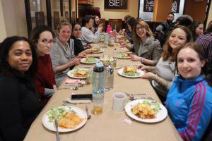 Groupe d'étudiants lors du dîner de la persévérance